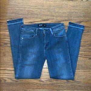 JUST BLACK Frayed bottom jeans 27P